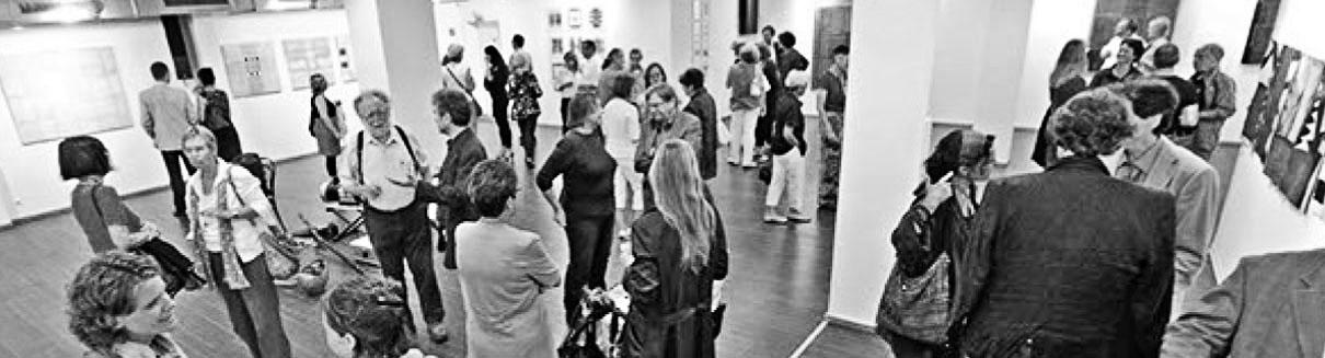 Besucher der Ausstellung von Crista Gipser